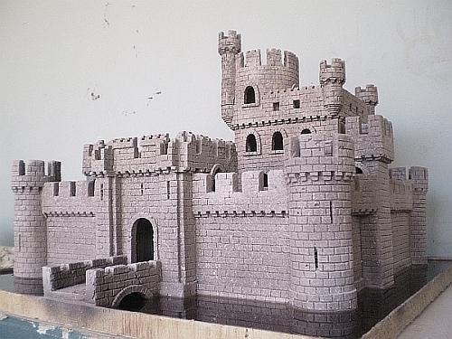 Resultado de imagem para Maquete de um Castelo Medieval